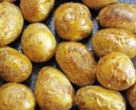 De achtergrond van aardappelen in de schil Royalty-vrije Stock Afbeeldingen