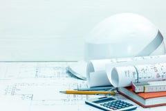 De achtergrond van de contractantenwerkplaats het trekken van en het meten van hulpmiddelen, p Stock Foto's