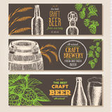 De achtergrond van de banner Set Vectorillustratie in schetsstijl Hand getrokken bier horizontale banners Santa Claus en een meis Stock Fotografie
