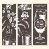 De achtergrond van de banner Set Vectorillustratie in schetsstijl Hand getrokken bier verticale banners Santa Claus en een meisje Stock Afbeelding