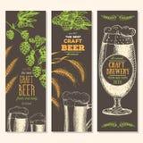 De achtergrond van de banner Set Vectorillustratie in schetsstijl Hand getrokken bier verticale banners Santa Claus en een meisje Stock Foto