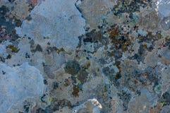 De achtergrond van de de muurtextuur van Grunge Verf die van donkere muur met roest barsten onderaan Stock Afbeelding