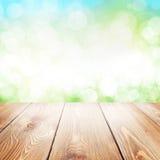 De achtergrond van de de zomeraard met houten lijst stock fotografie
