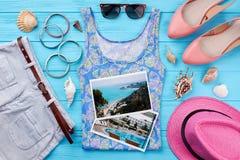 De achtergrond van de de zomervakantie, vrouwentoebehoren Royalty-vrije Stock Afbeeldingen