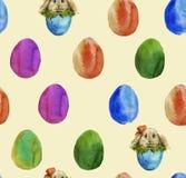 De achtergrond van de gekleurde paaseieren en het ei met konijn W Stock Fotografie