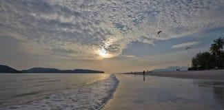 De achtergrond van de hemel op zonsopgang De samenstelling van de aard Royalty-vrije Stock Afbeeldingen