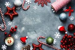De achtergrond van de het Nieuwjaarvakantie van Kerstmiskerstmis met diverse feestelijk Royalty-vrije Stock Foto's