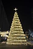 De achtergrond van de kerstboomdecoratie met lichten het gloeien Royalty-vrije Stock Foto