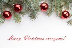 De achtergrond van de Kerstmisdecoratie met bericht` Vrolijke Kerstmis iedereen! ` Royalty-vrije Stock Afbeeldingen