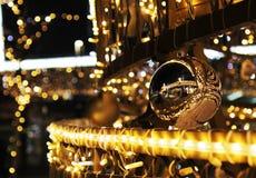 De achtergrond van de Kerstmisdecoratie met lichten het gloeien Royalty-vrije Stock Foto's