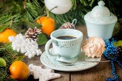 De achtergrond van de Kerstmisvakantie met koffiekop Stock Afbeeldingen