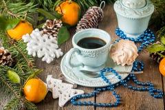 De achtergrond van de Kerstmisvakantie met koffiekop Stock Foto