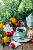 De achtergrond van de Kerstmisvakantie met koffiekop Stock Fotografie