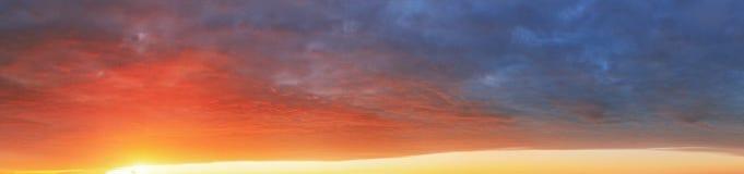 De achtergrond van de kleurenhemel bij zonsondergang - panorama stock afbeeldingen