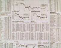 De Achtergrond van de Krant van de Effectenbeurs met Grafieken Royalty-vrije Stock Fotografie