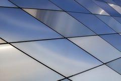 De achtergrond van de metaaltextuur Abstract architecturaal patroon Gekleurde metalenplaten Sluit omhoog Stock Afbeeldingen