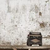 De achtergrond van de muur en van de harmonika Stock Afbeeldingen