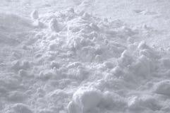 De Achtergrond van de sneeuwtextuur, Heldere Nieuwe Verse Fonkelende Afwijkingshoop in Licht Wit Blauw, Gedetailleerd Sunny Close Royalty-vrije Stock Afbeelding