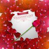 De achtergrond van de valentijnskaartendag met een rood nam toe Stock Foto's