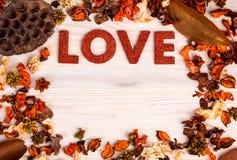 De achtergrond van de valentijnskaartendag met liefdetekst Royalty-vrije Stock Foto