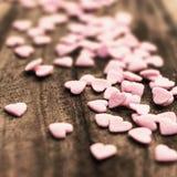 De achtergrond van de valentijnskaartendag met suikergoedharten. Sugar Hearts streeft na Royalty-vrije Stock Foto