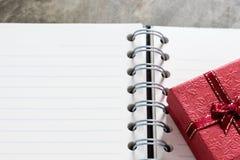 De achtergrond van de valentijnskaartendag Valentine-harten met open lege nota Royalty-vrije Stock Fotografie