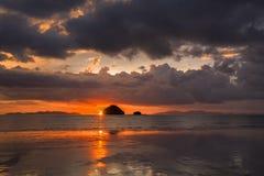 De achtergrond van de zonsondergang Stock Afbeeldingen