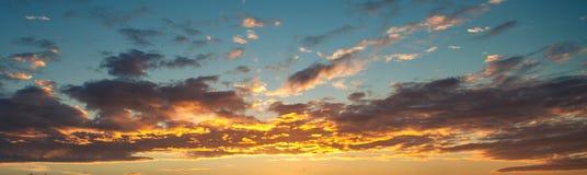 De achtergrond van de zonsonderganghemel Stock Afbeelding