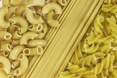De achtergrond van deegwaren spaghetti, geplaatste noedels Stock Foto