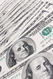 De achtergrond van dollars die van honderd dollarsrekeningen wordt gemaakt Royalty-vrije Stock Afbeelding