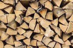 De achtergrond van droog gehakt brandhout opent een stapel het programma Stock Afbeelding