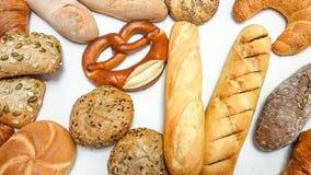 De achtergrond van geassorteerde gebakjes, brood, pretzel, baguette, croissant, broodjes sluit omhoog stock foto's