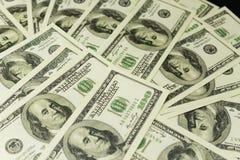 De achtergrond van heel wat bankbiljetten van geld int 100 dollars stock afbeelding
