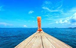 De achtergrond van het avonturenzeegezicht van reisreis door toeristenboot Stock Foto