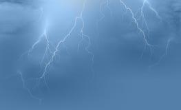 De achtergrond van het bliksemonweer Stock Afbeeldingen