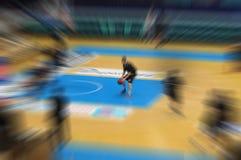 De achtergrond van het de motieonduidelijke beeld van het Europenbasketbal stock foto
