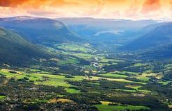 De achtergrond van het de valleilandschap van de Oppdalberg Stock Afbeelding