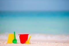 De achtergrond van het het strandspeelgoed van kinderen het overzees Stock Fotografie