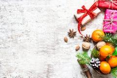 De achtergrond van het Kerstmisvoedsel met giftdozen Royalty-vrije Stock Afbeelding