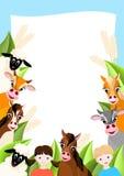 De achtergrond van het landbouwbedrijf met dieren en kinderen Stock Afbeelding