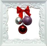 De achtergrond van het nieuwjaar Kader met Kerstmisballen Stock Afbeeldingen