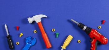 De achtergrond van het speelgoed Hoogste mening van stuk speelgoed hulpmiddelen op blauwe achtergrond royalty-vrije stock fotografie