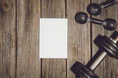 De achtergrond van het trainingplan Domoren op houten gymnastiekvloer of lijst Royalty-vrije Stock Fotografie
