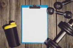 De achtergrond van het trainingplan Domoren op houten gymnastiekvloer of lijst Stock Foto's
