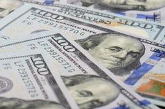 De achtergrond van honderd dollarsbankbiljetten Stock Foto's