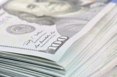 De achtergrond van honderd dollarsbankbiljetten Stock Afbeelding