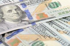 De achtergrond van honderd dollarsbankbiljetten Stock Fotografie