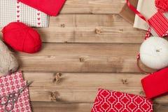 De achtergrond van Kerstmis Breiende en Naaiende Uitrusting Royalty-vrije Stock Foto