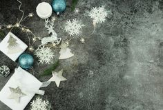 De achtergrond van Kerstmis creatieve abstracte samenstelling van Kerstmisdecoratie Royalty-vrije Stock Afbeeldingen