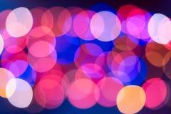De achtergrond van Kerstmis De feestelijke abstracte achtergrond met bokeh defocused lichten en sterren royalty-vrije stock foto's